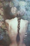 Intymny kobieta portret z kwiatami Obrazy Royalty Free