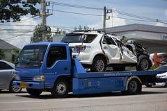 Intymny obruszenie Na Holowałam ciężarówce dla przeciwawaryjnego samochodowego ruchu i Ceash samochodu Zdjęcia Stock