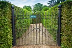 Intymny znak dołączający ozdobna dokonanego żelaza brama obrazy royalty free