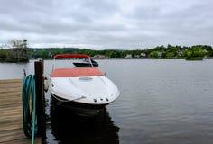 Intymny znak widzieć na małym jetty na jeziorze w Nowa Anglia, MA Obrazy Stock