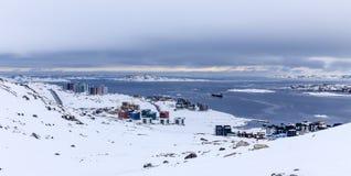 Inuit utrzymania bloki przy fjord, Arktyczny kapitałowy Nuuk miasto, Gree Zdjęcie Stock