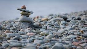 Inukshuk auf der Küste im Ostdurchgang, Kanada stockfotos