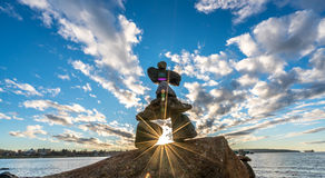 Inukshuk in de zonsondergang Royalty-vrije Stock Fotografie