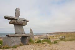 Inukshuk en la playa Imágenes de archivo libres de regalías