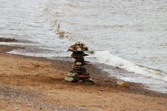 Inukshuk saiu na costa Imagens de Stock