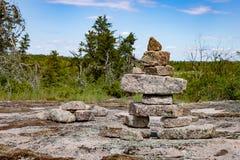 Inukshuk w Kanadyjskiej osłonie Obraz Royalty Free