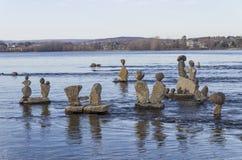 Inukshuks im Ottawa-Fluss an Remics-Stromschnellen stockfotos