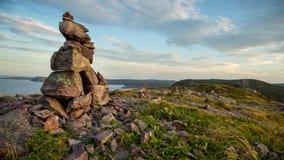 Inuksuk (Inukshuk) på signalkullen, St John, Newfoundland royaltyfri bild