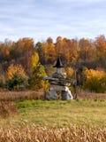 Inuksuk kamienia rzeźba jest ubranym czarownica kapelusz fotografia stock