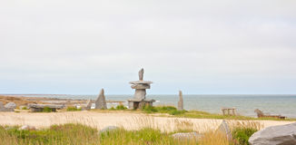Inuksuk at the shore Royalty Free Stock Photography