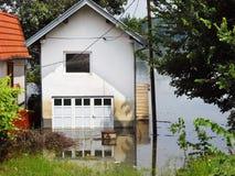 Inundação - casa na água Imagens de Stock Royalty Free