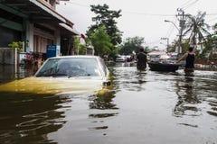 Inundação de Nonthaburi no estilo de vida de Tailândia 2011-The dos povos no mas Foto de Stock