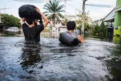 Inundação de Nonthaburi no estilo de vida de Tailândia 2011-The dos povos no mas Fotografia de Stock