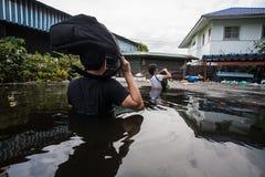 Inundação de Nonthaburi no estilo de vida de Tailândia 2011-The dos povos no mas Imagens de Stock