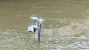 Inundação de Seine do rio em Paris foto de stock royalty free