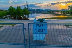 Inundação 2019 do Rio Missouri do parque da borda de Tom Hanafan River imagem de stock royalty free