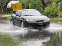Inundação local - condução de veículo através da água Imagem de Stock