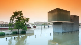 Inundação no subúrbio de Paris imagens de stock royalty free