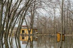 Inundación de la primavera del río en Ste-Rose Laval foto de archivo