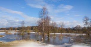Inundación de la primavera en el río Imagenes de archivo