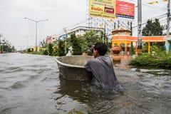 Inundación de Nonthaburi en la forma de vida de Tailandia 2011-The de la gente en el mas Fotos de archivo libres de regalías