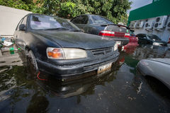 Inundación de Nonthaburi en la forma de vida de Tailandia 2011-The de la gente en el mas Foto de archivo