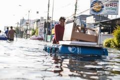 Inundación de Nonthaburi en la forma de vida de Tailandia 2011-The de la gente en el mas Imagen de archivo libre de regalías