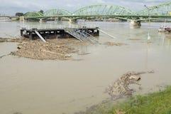 Inundación del río Danubio en la ciudad de Komarom, Hungría, el 5 de junio de 2013 Imágenes de archivo libres de regalías