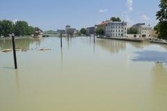 Inundación el río Danubio en Gyor céntrico Imagen de archivo