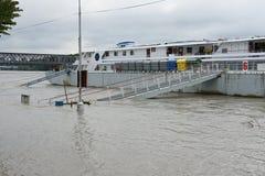 Inundación extraordinaria, en el río Danubio en Bratislava Fotografía de archivo