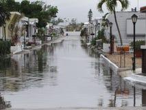 Inundación local - calle subacuática del parque de caravanas Foto de archivo