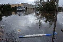 Inundación seria en el área resedential Imágenes de archivo libres de regalías