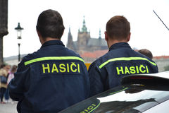 Inundaciones de Praga - bombero Fotos de archivo libres de regalías