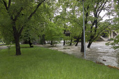 Inundaciones Praga 2013 - isla de Stvanice que es inundada Fotos de archivo