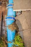 Inunde la corriente que causa los derrumbamientos y los tubos de agua municipales mA Imagen de archivo libre de regalías