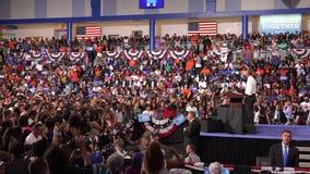 Invånare av det USA Barack Obama mötet med studenter av det Florida minnesmärkeuniversitetet lager videofilmer