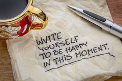 Invítese que sea feliz en este momento Foto de archivo libre de regalías
