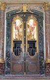 Invalides的圣路易斯大教堂的门  库存照片