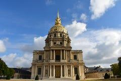Invalides Paris, Frankrike Fasadcloseup, kolonner och Golden Dome Tomb av Napoleon Bonaparte royaltyfri fotografi