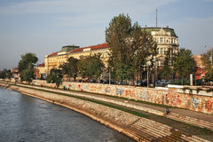 Invallning av den Nisava (Nishava) floden i Nis serbia Arkivfoton