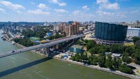 Invallning av den Rostov-On-Don och Voroshilov bron Ryssland Arkivfoton