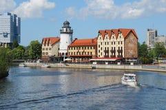 Invallning av fiskeläget Kaliningrad arkivbild