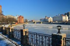 Invallning av fiskeläget. Kaliningrad Ryssland arkivfoto