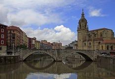 Invallning av floden Nervion i staden Bilbao royaltyfria bilder