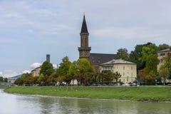 Invallning av floden Salzach i Salzburg Höst Arkivbild