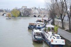 Invallning av floden Seine i Paris Arkivbilder