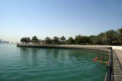 Invallning av golfen av Oman. Al Mamzar Beach och parkerar. Dubai Royaltyfri Foto