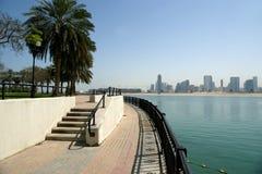 Invallning av golfen av Oman för arabiska förenade den mamzar panorama- parken strandemirates för al sikt Dubai, Royaltyfri Bild