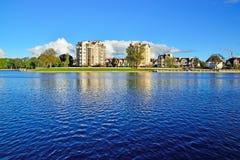 Invallning av sjön Verhnee. Kaliningrad Ryssland arkivfoton