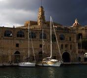 Invallning av Valletta Stad av Birgu Malta på våren royaltyfria foton